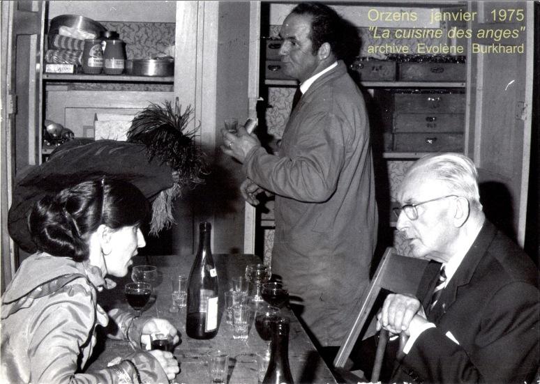 Coulisses d'Orzens autour d'une bouteille! Lisette Roulin, Maurice Burla, Jacques Béranger.