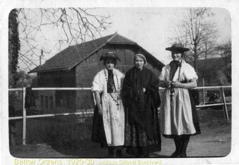 Actrices vers le battoir d'orzens (devant l'atelier Burkhard) , avant 1930.