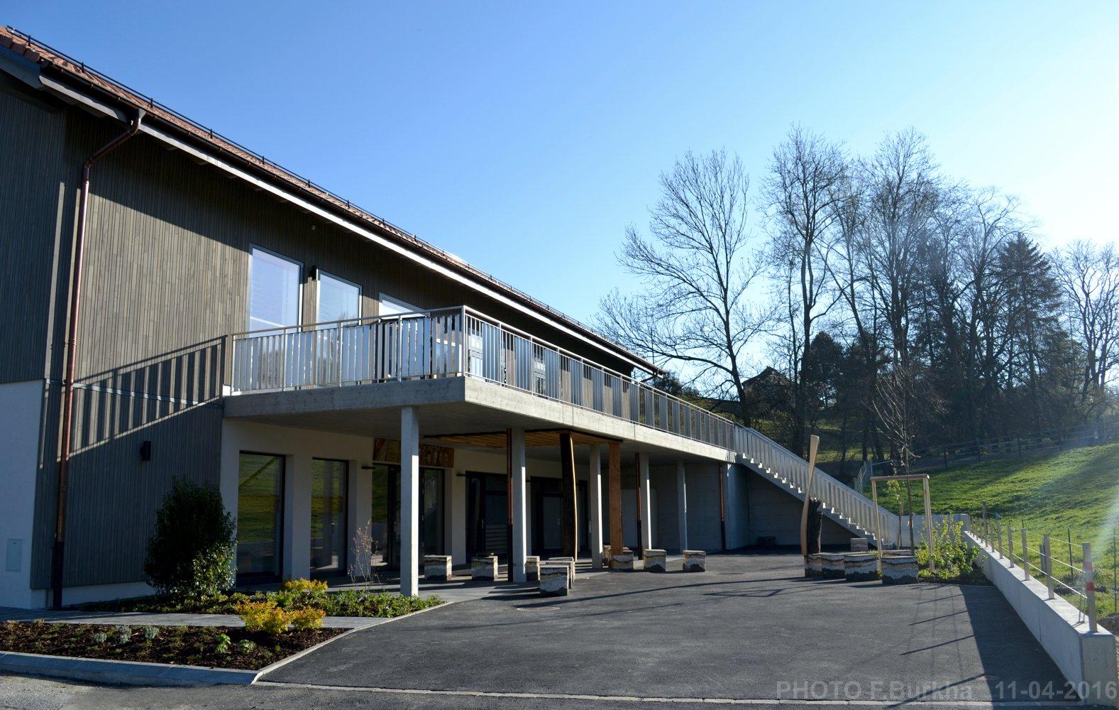 Salle communale Orzens - PORCHE-ENTREE instal F-Burkha - 11-04-2017